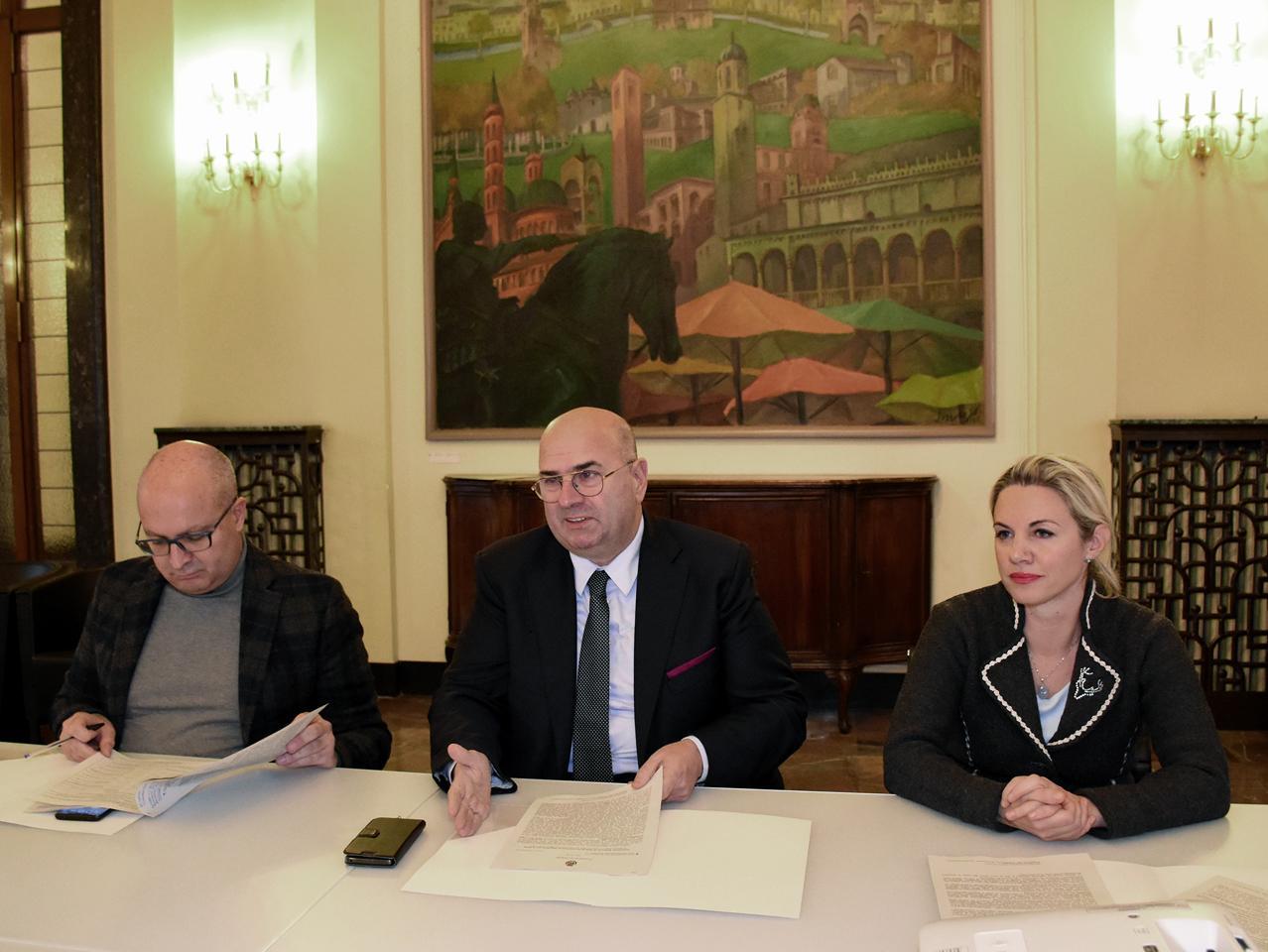 Foto dei partecipanti all'incontro