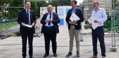 I partecipanti alla conferenza stampa nel cantiere dell'Istituto Alberghiero